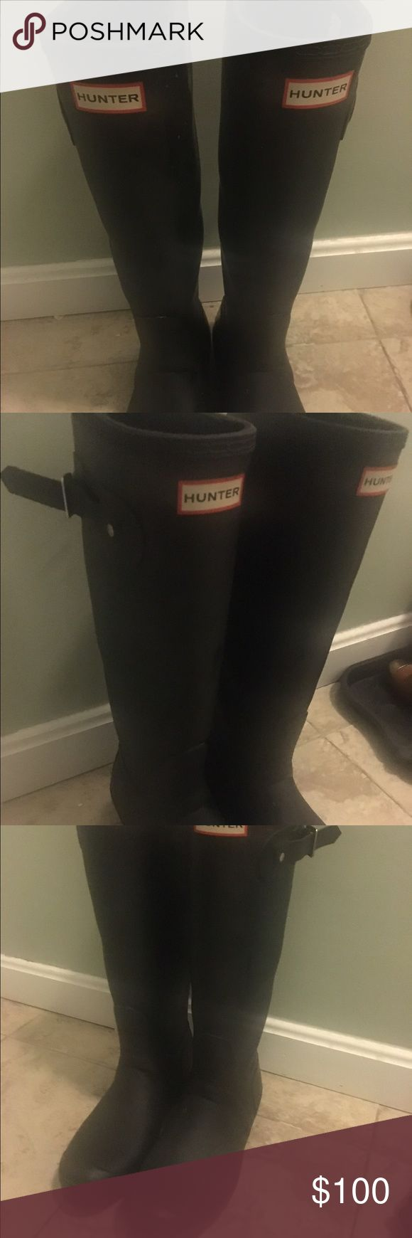 Hunter boots size 9 Gently worn Navy hunter boots Hunter Boots Shoes Winter & Rain Boots