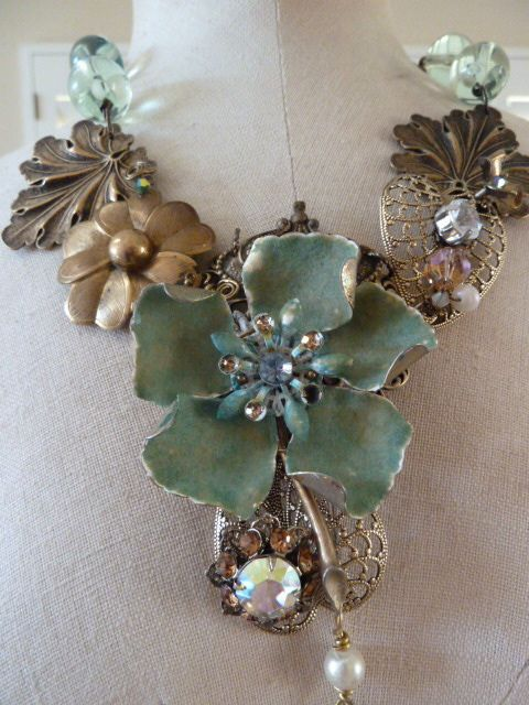 Not to be denied....I love the style, I love the colors...I love this piece!  From Tara Wilson of LuluMax jewelry.