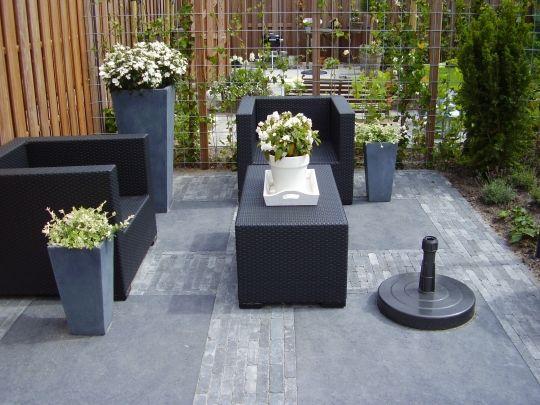 Prachtige rustige Droomstijl voor onze nieuwe tuin,mooi loungeset en ook onze oude klinkers krijgen grote tegels zodat het loungeset netjes recht gaat staan en de tuin mooi wordt aangekleed. Laat de zomer maar komen ;)