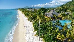 Der lange weiße Traumstrand des Hotel Dinarobin im Südwesten von Mauritius