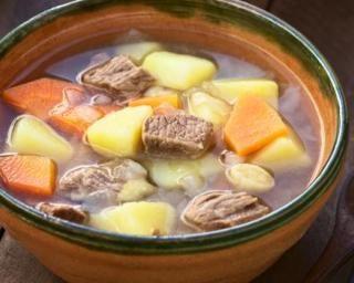 Ragoût de bœuf aux pommes de terre et carotte, spécial chrono-nutrition : http://www.fourchette-et-bikini.fr/recettes/recettes-minceur/ragout-de-boeuf-aux-pommes-de-terre-et-carotte-special-chrono-nutrition