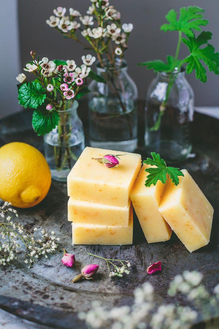 """Det är väldigt smidigt att ha några färdiga """"kroppsskrubb-bars"""" i kylskåpet. Jag blandar ofta min egen kroppsskrubb då det är så enkelt och de flesta ingredienserna finns hemma i skafferiet...."""
