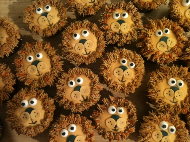 lion cupcakes ... and dairy free