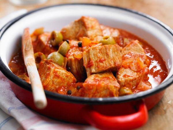 Gourmand magazine vous propose une recette de sauté de veau léger aux olives. Un plat facile à préparer si vous recevez des invités.