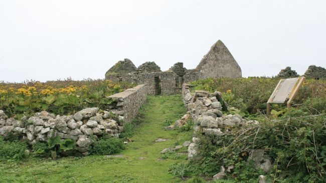 Inishmurray, County Sligo, Ireland - Abandoned Island; great place for a hidden wizarding home!Hidden Wizards, Dreams Places, County Sligo, Islands Photos, Wikimedia Commons Andrea, Emeralds Isle, Eerie Abandoned, Abandoned Islands, British Isle