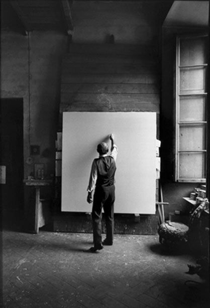 Lucio Fontana - Milan studio 1964