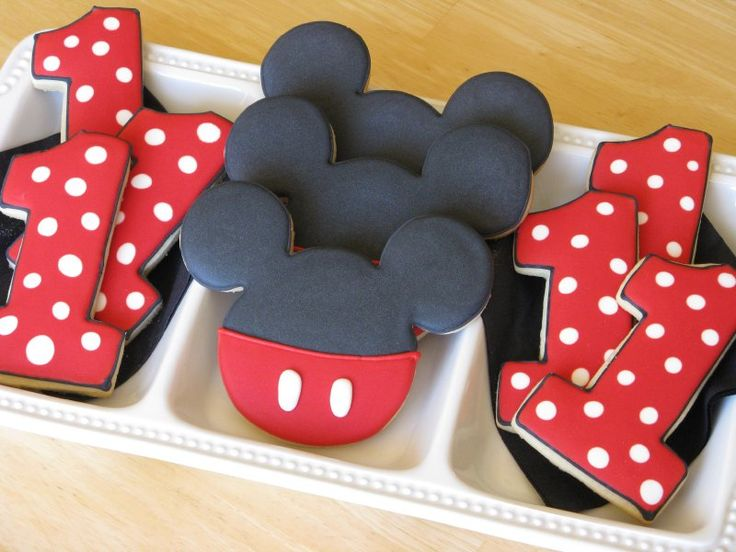 Mickey Mouse cookies: Birthday Parties, Birthday Cookies, Mickey Cookies, 1St Birthday, First Birthday, Parties Ideas, Mickey Mouse Cookies, Mouse Parties, Birthday Ideas