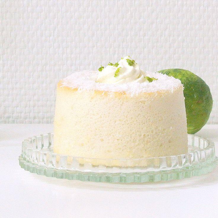 Découvrez la recette Mini-angel cake coco-citron vert sur cuisineactuelle.fr.