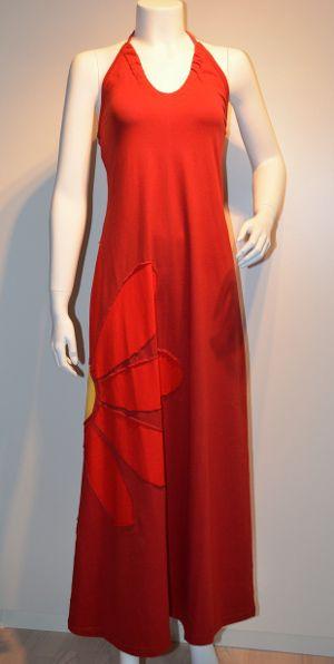 Rød Multikjole med halterneck og rød margurit.