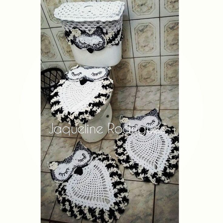 Jogo de Banheiro em Crochê corujas  contem:  Capa para tampa de sanitario  2 tapetes 70cm  Capa para caixa acoplada                                                                                                                                                      Mais