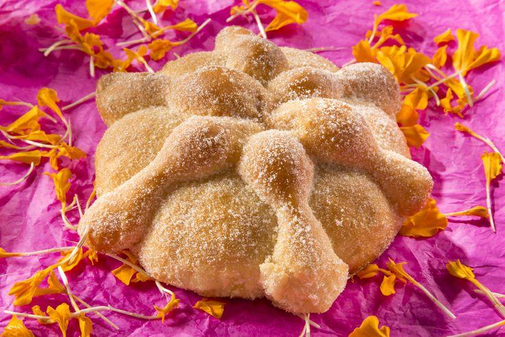 Delicias que se disfrutan en las festividades mexicanas. El #PanDeMuerto preserva aun hoy las antiguas recetas que conservan los encantos de los mejores sabores del país. http://www.bestday.com.mx/Mexico/ReservaHoteles/