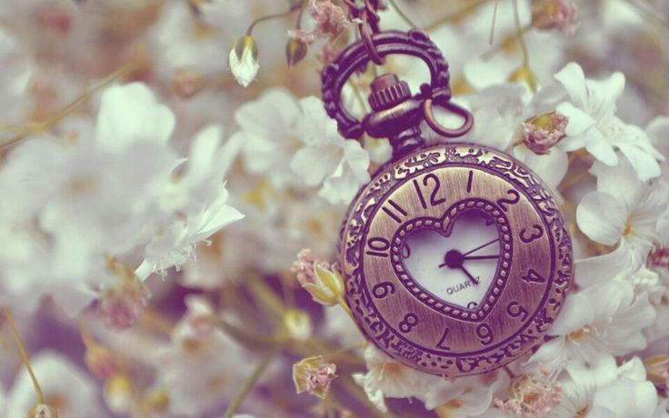 The clock of love wallpaper is here just for u !!!