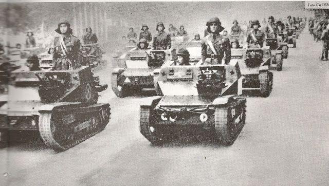 """Des chars italiens dans le """"Defilé de la Victoire"""" à Marid en 1939"""
