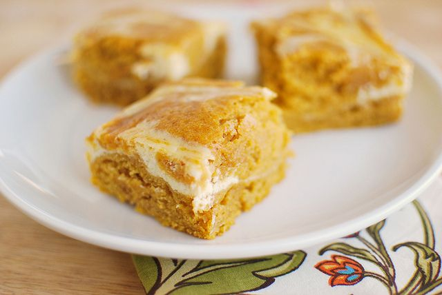 Pretty simply and quick to make. Turned out moist and tasted great! :)    Pumpkin Roll Bars - Fake Ginger