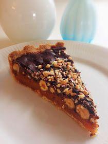 Igår lavede jeg en ny tærte.. Jeg har længe ville prøve at lave en karameltærte - men havde også lyst til at bage en Snickerskage :) Snicker...