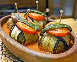 茄子と挽肉のケバブ。普通はミートボールと肉団子が串焼きにされてるイメージだけど、これはかわいらしくて華やか。おもてなしにもよさそう♪