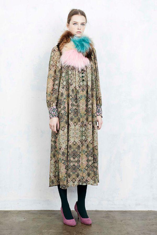 ルール ロジェット(leur logette)の2017-18年秋冬コレクションは、「モードな女性が森を探検する」姿をイメージするところから始まった。日頃から贅沢な生地、煌びやかな装飾に慣れ親しんだ...
