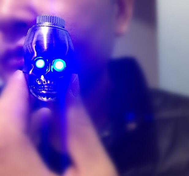 120PCS/LOT New design good quality skull shape metal smoking pipe LED Luminous scalable property metal pipe for smoking