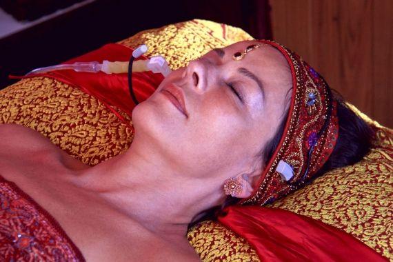 As opções de tratamentos faciais são inúmeras, ácido hialurônico, peeling químico, endermologia, lifting etc. Recentemente algo novo e natural foi desenvolvido para auxiliar na recuperação e manutenção da beleza do nosso rosto. É a oxigenoterapia, um