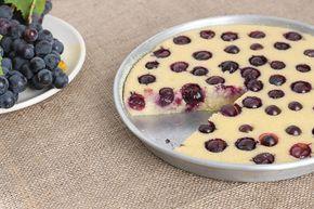 Un dolce perfetto per la merenda dei bambini, il dolce al semolino e uva fragola della mia infanzia con la ricetta della nonna.