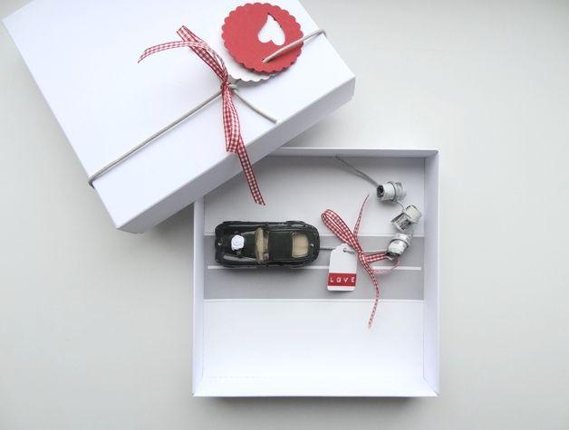 Cadeaukaarten/vouchers - Geldgeschenk Hochzeit Auto (bahn) rot - Een uniek product van schnurzpieps op DaWanda