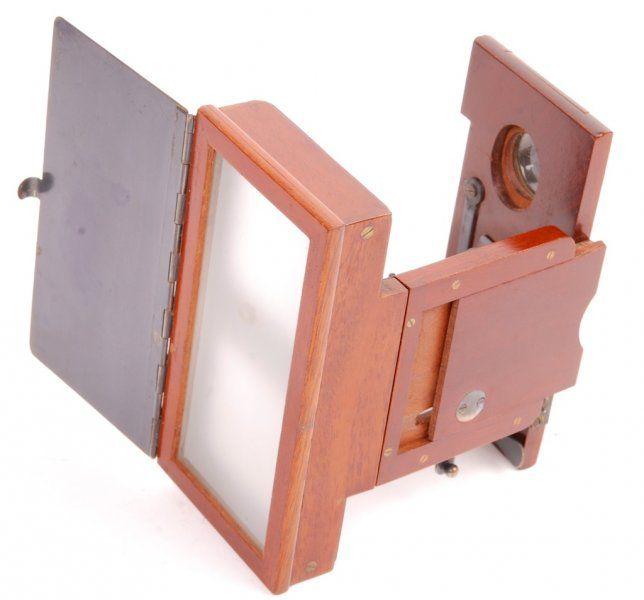 Stéréoscope pliant de poche Jules RICHARD - Antiq Photo - Musée - [( 03. Stéréoscopie|supprimer_numero)] - Achat, vente et estimation gratuite d'appareils photos anciens, de photographies de collection et de daguerréotypes.