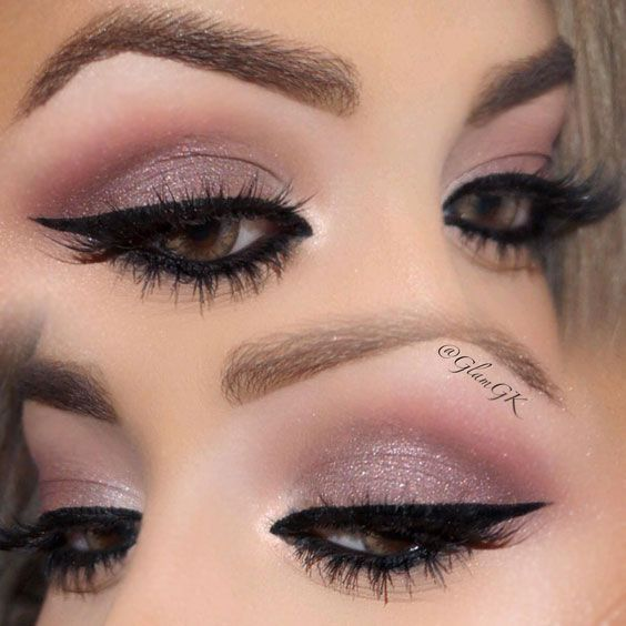 Ways to Dress Up the Eyes with Light Smokey Eye Makeup for Any Occasion ★ See more: https://makeupjournal.com/light-smokey-eye-makeup/