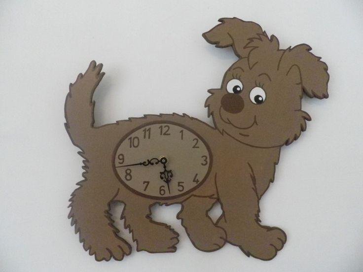 Körbevágott kutyás óra. Extra csendes óraszerkezettel szerelve. Dog wall clock.