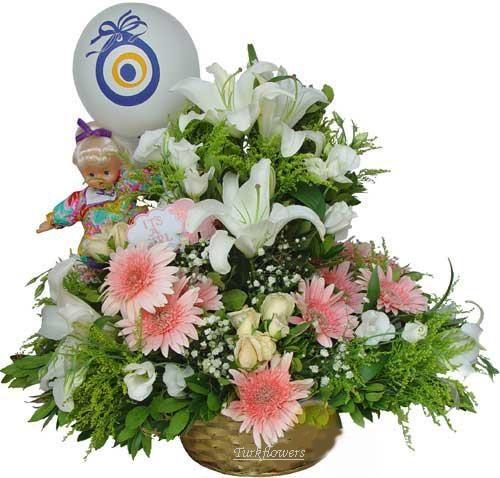 Beyazlilyum pembe gerbera ve beyaz güllerden oluşan kız bebek doğum aranjmanı