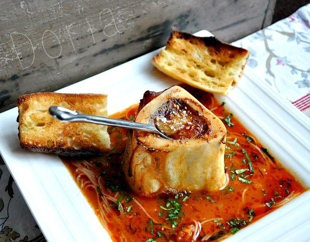 Os à moelle au four, fondue de tomates à l'ail frais