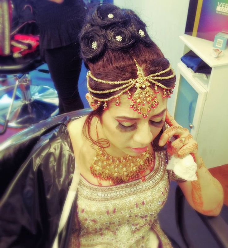 #Indian #Pakistani #Hair #Beauty #Eyemakeup #Arabic #Indian #Pakistani #Beautiful #Dress #Pin #Like #Pinterest #Inspirational #Look #Hairstyles #Updos #Curls #Straight #Indian #Jewelry #Accessories