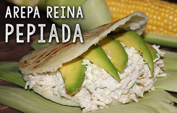 Deze Arepa Reina Pepiada zijn heerlijke broodjes afkomstig uit Venezuela. Ze worden gevuld met een mengsel van kip, avocado en verse kruiden. GRATIS RECEPT!