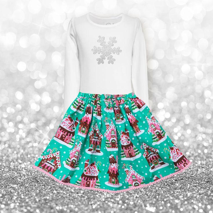 """Der perfekte Winterrock!  Unser Modell """"Lotte"""" ist mit Baumwollfutter und einem bequemen Gummizug in der Taillie gefertigt. Entzückender Stoff mit süßem Print und rosa Pompomborte. Passend dazu das Shirt mit einem glitzerndem Pailletten Eiskristall."""
