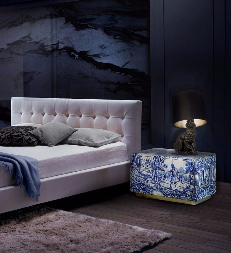 Navy Blue as always been a favorite for master bedroom decor, and in this article, we can watch some amazing bedroom inspiration by some of the best in the business. Above is a master bedroom design by Kelly Wearstler.