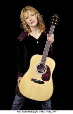 激しくギターをかき鳴らす姿は女性も憧れる!かっこいいナンシー・ウィルソン♡