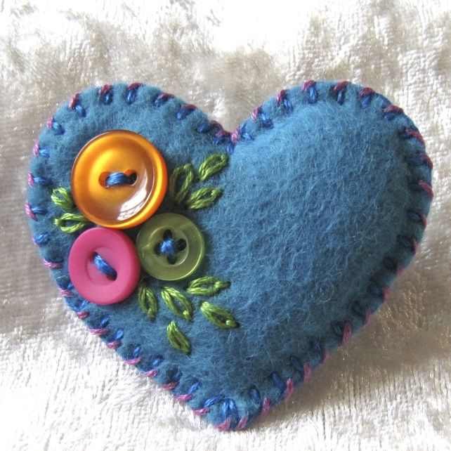 10 Little felt and button heart brooches - job lot - party favours - Free UK P&P