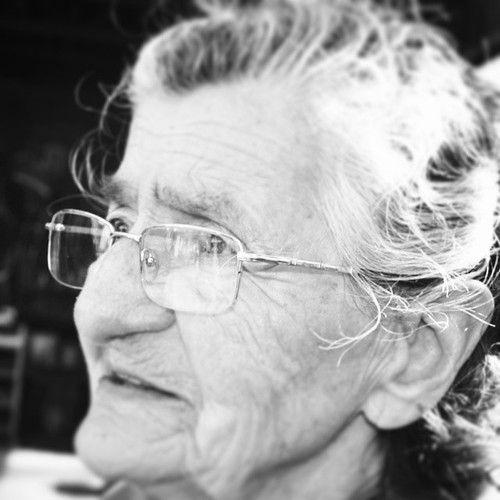 """""""Garden-guerrillera"""" de 87 bombardea Valparaíso con sus semillas, y tú? My grandmother is a guerrilla gardener in Valparaíso, and you? #growinguerrilla #guerrillagardening #urbangardening #cultivourbano..."""