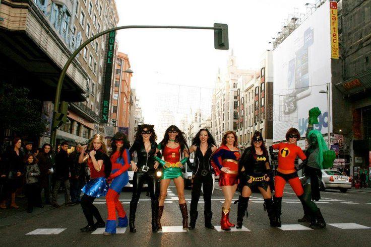 Elige tu disfraz de superheroina sexy. Los mejores disfraces cosplay de Supergirl, Catwoman, Batgirl, Spidergirl, etc. ¡Saca tu poder femenino! ¡GIRLS POW!