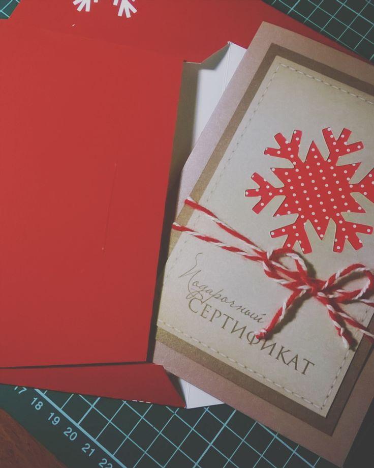 Подарочный сертификат на фотосессию. Новогодний яркий но очень уютный. Делайте приятные подарки своим клиентам... Они это обязательно оценятДрузья - принимаем заказы на изготовление сертификатов и конвертов для дисков. http://ift.tt/1iKGdSu  #zerkalo_decor #зеркало_декор #свадьба #врн #воронеж #приглашения #полиграфия #пригласительные #сертификат #сертификатнафотосессию #свадьбаворонеж #asessories #ручнаяработа #wedding #invitation #коробочкадляденег #lasercut #invitation_cut…