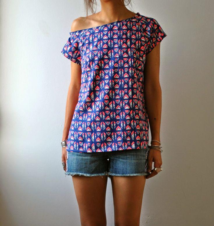 Ce top est cousu avec le super beau tissu Maya  de chez Anna Ka Bazaar  .   J'aime beaucoup ce tissu, typiquement le genre d'imprimé eth...