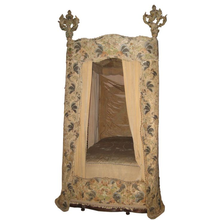 18th c italian canopy bed with 17th c textiles museum italian royal bedroom furniture luxury upholstered canopy