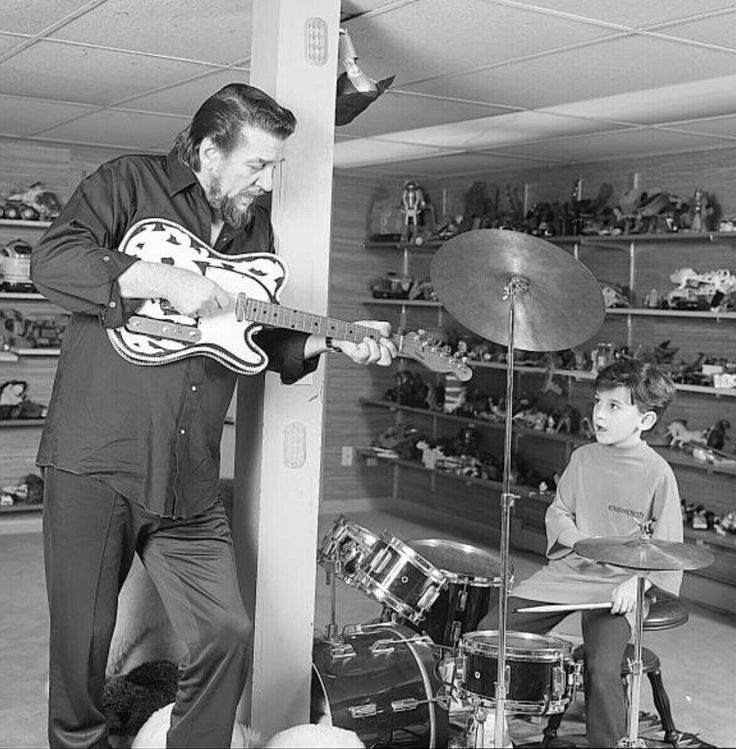 Waylon Jennings and his son Shooter Jennings in 1987