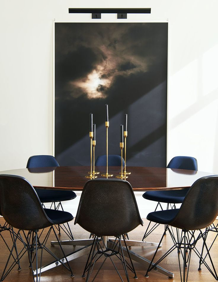 You must see this marvelous dining room with luxury furniture to help you improve your house decor! Some ideas about dining tables and chairs and more interior design ideas! #interiordesignideas #diningroom #diningroomdecor
