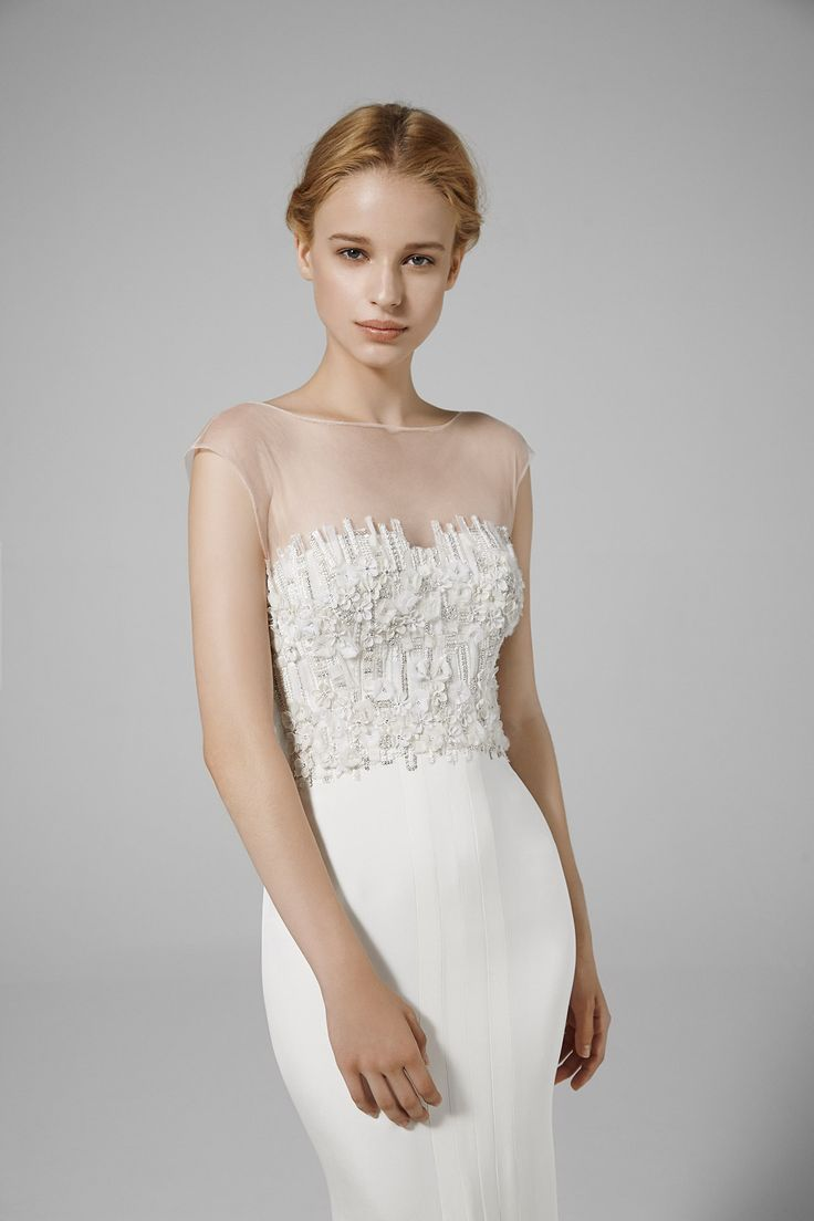 ANNE: Stapless mermaid gown in crepe cady with beaded top