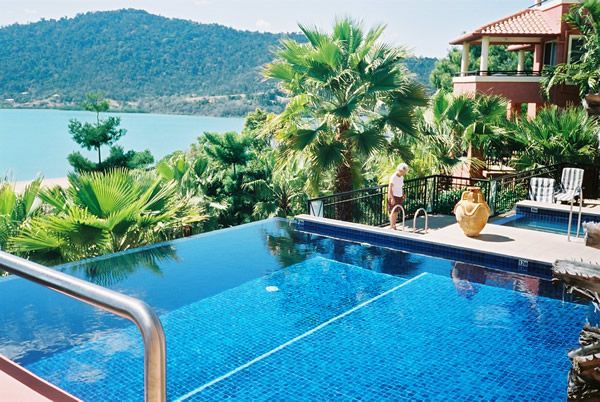 Martinique Whitsunday - is located in Airlie Beach, close to Abel Point Marina and Cannonvale Beach. Hotel Features. Recreational amenities include an outdoor pool, a spa tub, and a fitness facility. Wireless Internet access is available in public areas. Guest parking is complimentary. Business services and tour assistance are available. http://www.travelpackagediscount.com/martinique-whitsunday-2/#