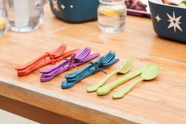 Egy evőeszköz készlet, ami mindig kéznél van!  A Kitchy műanyag evőeszközei  könnyen moshatók, akár mosogatógépben is, BPA mentesek és szilikon pántjuknak köszönhetően bárhová magunkkal vihetjük őket. #cutlery #kitchydesign #kitchen #design