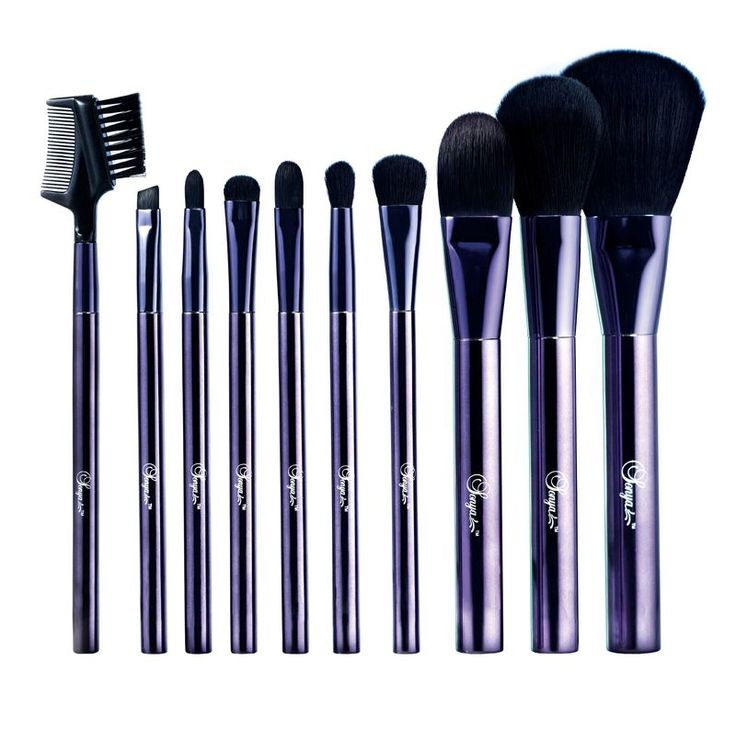 Flawless Master Brush Collection. Embrace your artistic inspirations with this versatile 10-piece Brush Collection to easily create flawless looks.