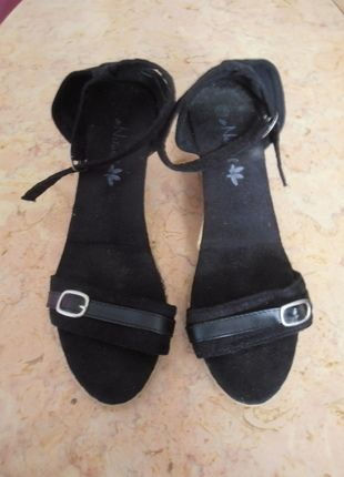 À vendre sur #vintedfrance ! http://www.vinted.fr/chaussures-femmes/compensees/22450144-sandales-compensees-noires-taille-39