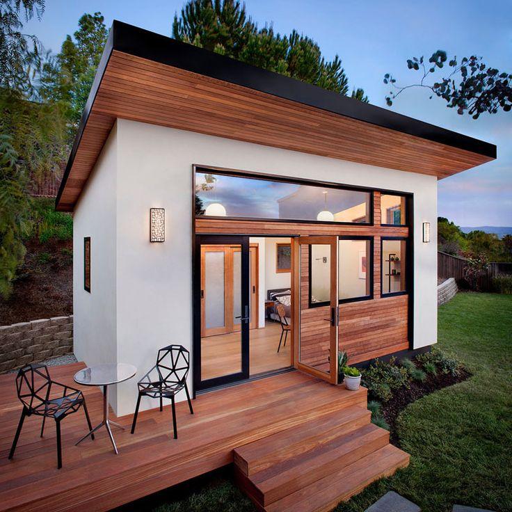 O ambiente fica em uma casa de hóspedes pré-fabricada de pouco mais de 24 m²