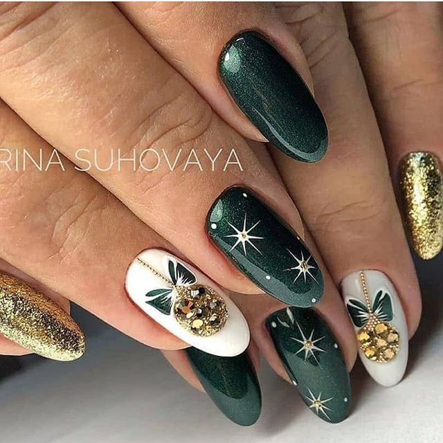 The Best Christmas Nails 2020 Green